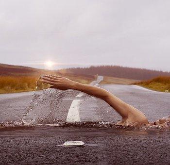 Swimmer 1678307 340